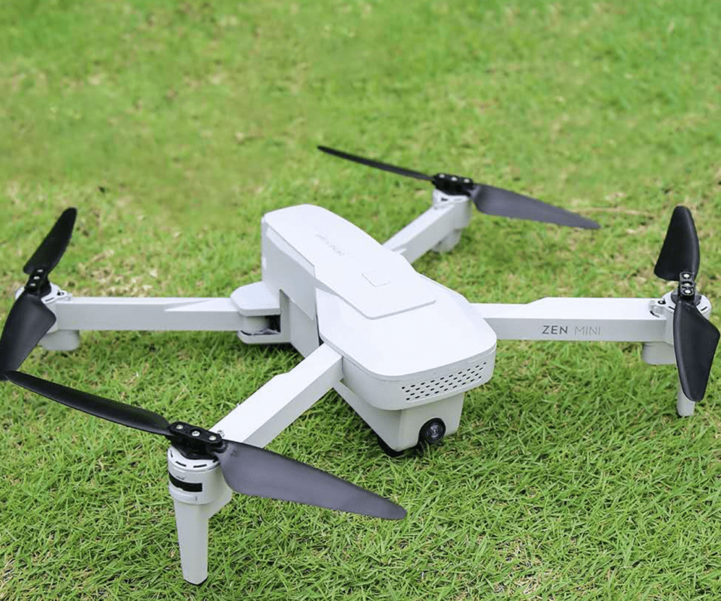 Dronio Mini na trávě